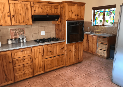 Clarens_butterfly_villa_kitchen-min